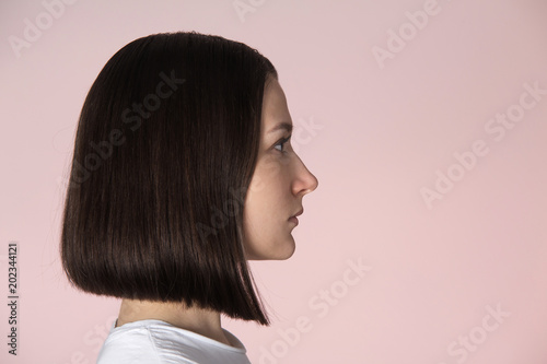 Cuadros en Lienzo Girl with blunt bob hairstyle
