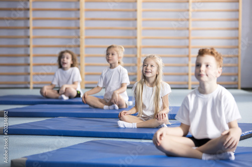 Fotografía  Pupils during gymnastics class