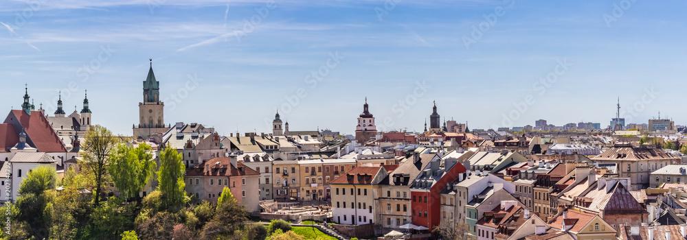 Fototapeta Lublin - panorama starego miasta z widocznym placem Po Farze, i wieżą Trynitarską.