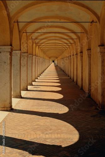 Carta da parati Historical Colonnades in Comacchio Italy