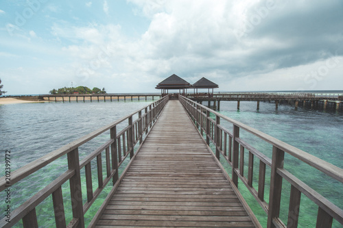 Foto op Plexiglas Panoramafoto s Wooden Pier at Tropical Beach