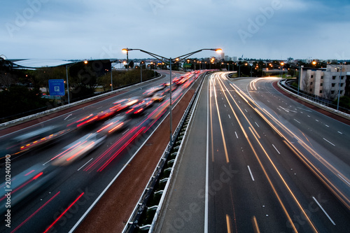 Photographie  Highway traffic motion at dusk, Long exposure light car trails, in Perth, Austra