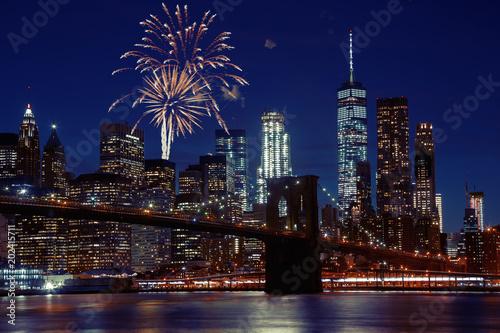 Keuken foto achterwand New York City Fireworks over New York City skyline and Brooklyn Bridge