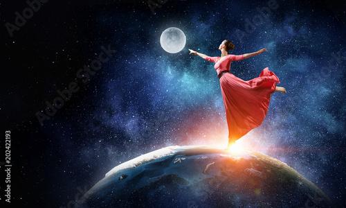 Obraz na plátně  Dance is her passion