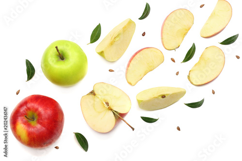 Obraz na płótnie green and red apples with slices isolated on white background