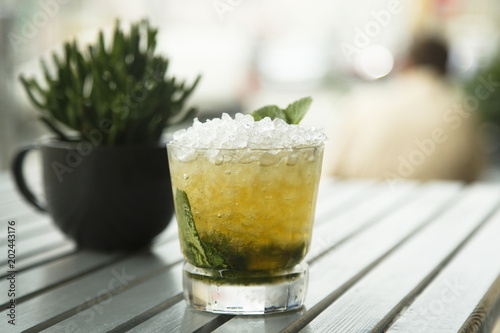 Valokuvatapetti Classic mint julep cocktail, outdoors