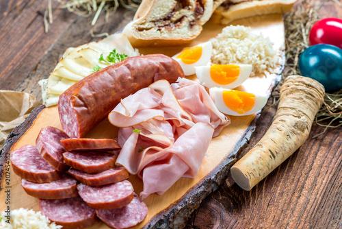 Staande foto Buffet, Bar Brettljausn - Wurst und Käse Platte - Jause