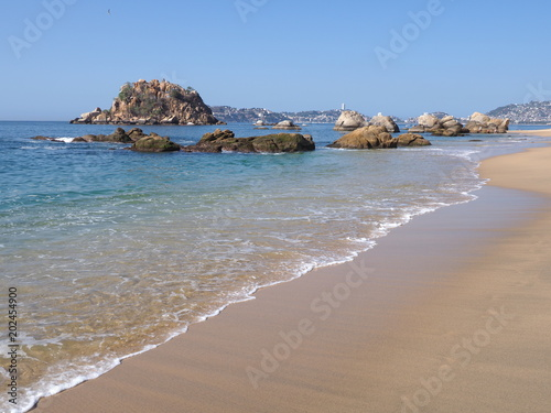 Fotografija  Picturesque exotic scenery of rocks at bay of ACAPULCO city in Mexico, Pacific O