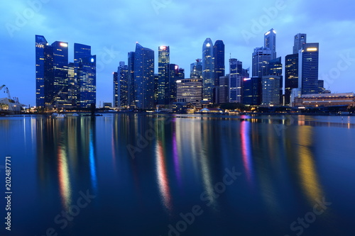Tuinposter Singapore Singapore Skyline. Singapore`s business district and night view for marina bay