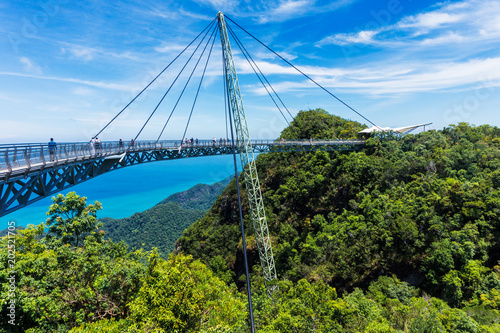 Pinturas sobre lienzo  Modern construction - Sky bridge on Langkawi island