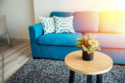 Fotografía  Living room home design for contemporary layout and blue couch with good balance for relaxation and living well
