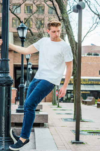 fb569d3328e Young Man Summer Street Casual Fashion in New York