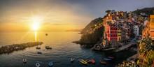 Riomaggiore, Cinque Terre - It...