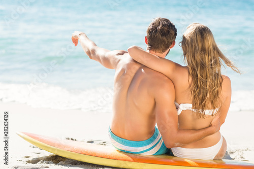 Fotografia  Happy couple in swimsuit embracing