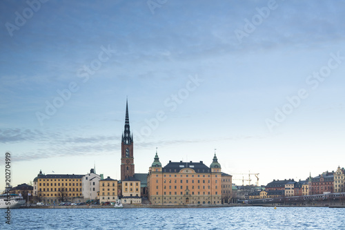 Staande foto Stockholm Beautiful scenic panorama of the Old City (Gamla Stan) cityscape pier architecture with historic town houses with colored facade in Stockholm, Sweden. Creative landscape photography