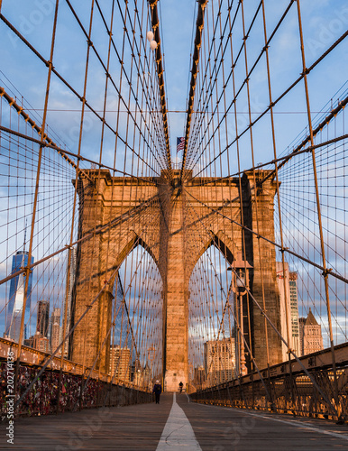 Tuinposter Brooklyn Bridge Brooklyn bridge and Manhattan skyline early morning