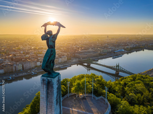 Poster Boedapest Budapest, Hungary - Aerial view of the beautiful Hungarian Statue of Liberty with Liberty Bridge and skyline of Budapest at sunrise with clear blue sky