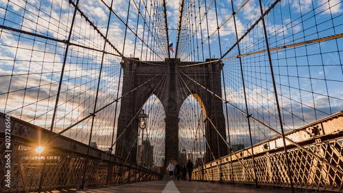 Foto op Aluminium New York Brooklyn bridge and Manhattan skyline early morning glowing at sunrise