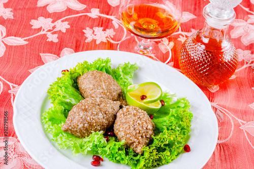 Poster Klaar gerecht Icli kofta. Turkish dish. Meatballs with bulgur