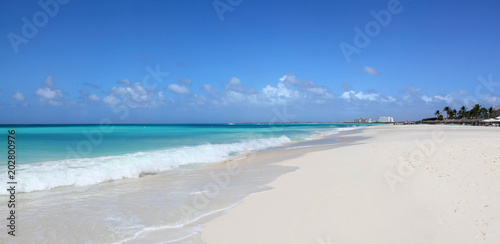 Photo Pristine white beaches and turquoise caribbean waters of Eagle Beach Aruba