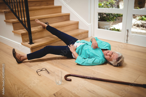 Obraz Senior woman fallen down from stairs - fototapety do salonu