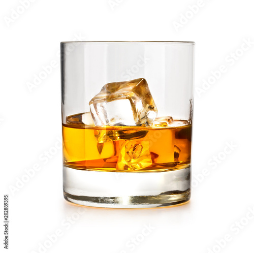 Foto whiskiey glass with ice