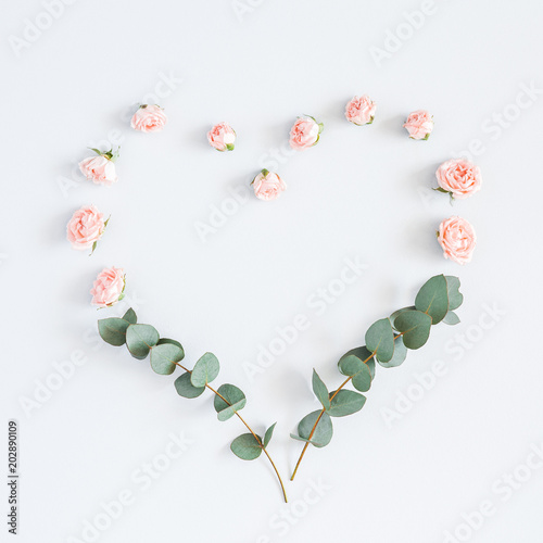 Papiers peints Pays d Afrique Flowers composition. Heart symbol made of rose flowers, eucalyptus branches on pastel gray background. Flat lay, top view, copy space, square