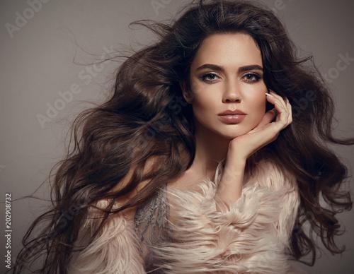 Valokuvatapetti Beauty fashion brunette portrait