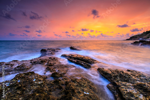 Papiers peints Corail Colorful sunset on the sea in Khaoleamya-mookoh samet national park Rayong province, Thailand.