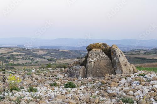 Fotografía  Dolmen named Alto de la Huesera, in Laguardia, Alava, Spain.