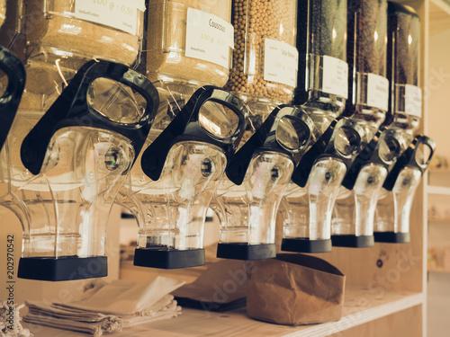 Fotografie, Obraz  Lebensmittel Behälter im Zero Waste Laden / verpackungsfreier Laden