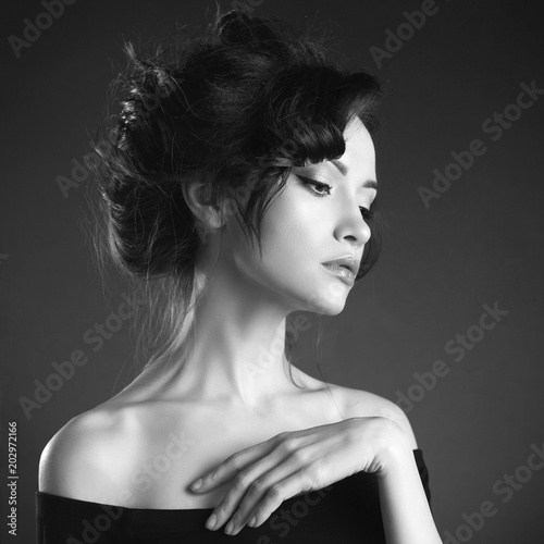 Staande foto womenART Beautiful woman with elegant hairstyle on black background