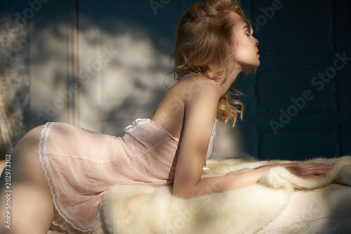 Foto op Canvas womenART Sensual blonde in her boudoir