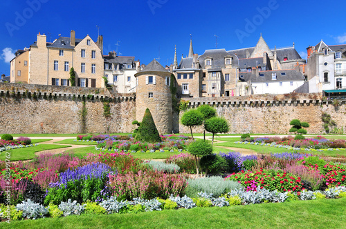 The walls of the ancient town and the gardens in Vannes Fotobehang