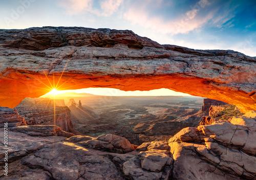 Leinwand Poster Mesa Arch at sunrise