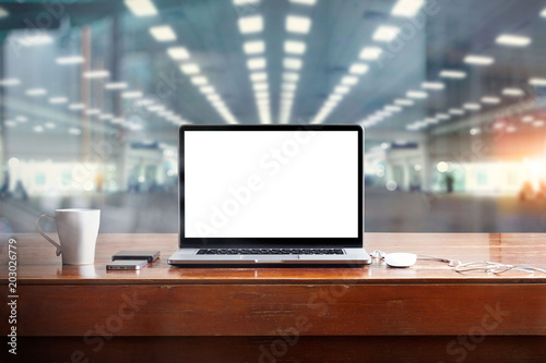 Laptop with blank white screen on table and workspace in office background Fototapet