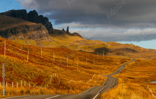 Spoed Foto op Canvas Grijze traf. Road on Isle of Skye with a view on Old Man of Storr peak