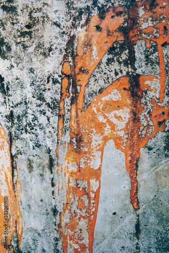 farba-znaki-na-starej-cementowej-podlodze
