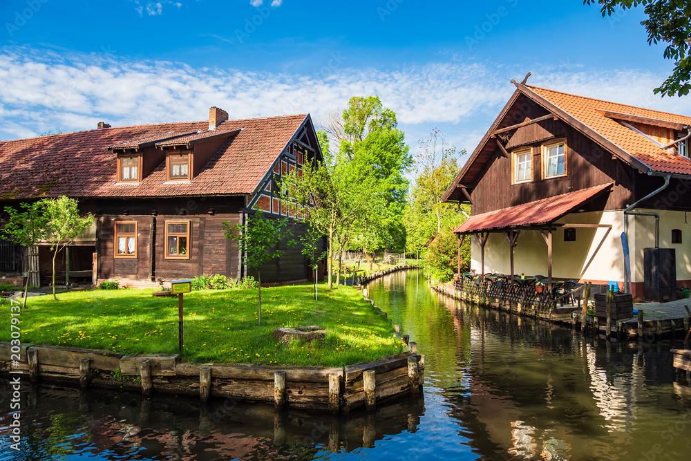 Fototapety, obrazy: Gebäude im Spreewald in Lehde