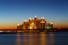 Night View Atlantis Hotel In Dubai, UAE