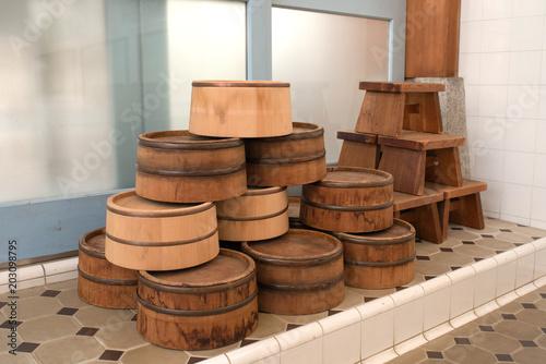 Fotomural Bathroom items in Sento (Japanese public bathhouse) 銭湯の風呂桶と椅子