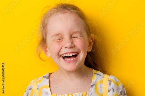 Fotografia Cheerful girl laughs