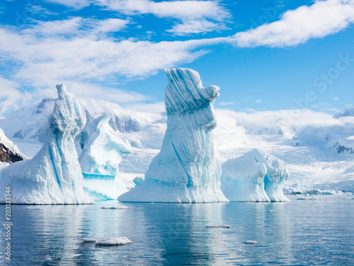 Ingelijste posters Antarctica Pinnacle shaped iceberg in Andvord Bay near Neko Harbour, Antarctic Peninsula, Antarctica