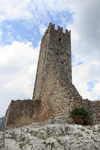 Deurstickers Kasteel Tower of Castle ruin Castel Drena in Trentino, Italy
