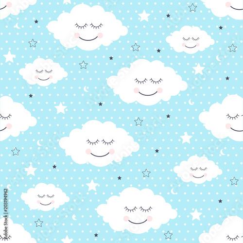 tlo-z-bialymi-usmiechnietymi-chmurkami-na-blekitnym-tle-w-kropki