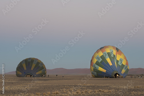 Heissluftballons, Start zur Dünenlandschaft von Sossusvlei (Namibia)