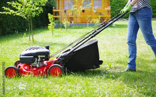 Gartenarbeit, Rasen mähen
