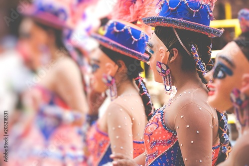 Obraz Dancers at Oruro Carnival in Bolivia, declared UNESCO Cultural World Heritag in Oruro, Bolivia - fototapety do salonu