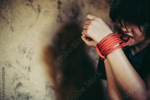 Fényképezés  Girl unleashes bound hands