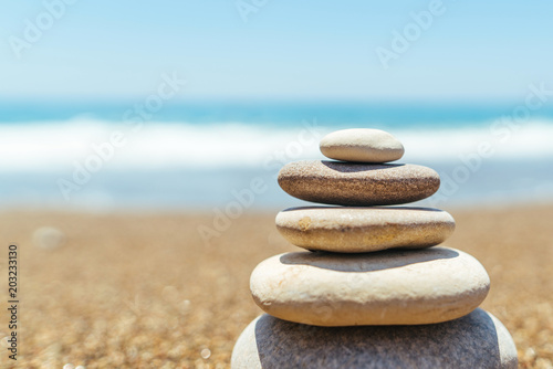 Foto op Canvas Stenen in het Zand Stack of zen stones on the beach near sea